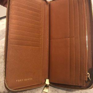 Tory Burch Bags - Tory Burch Robinson zip continental wallet
